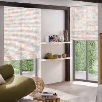 Fensterdekoration mit Plissees
