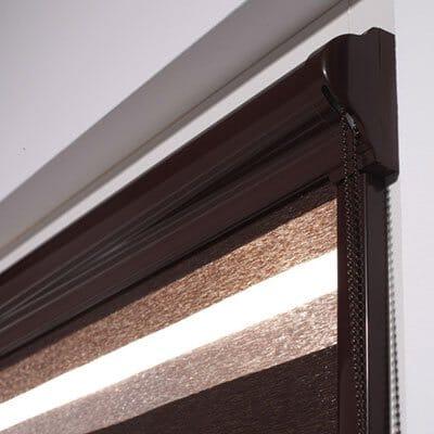 Geklebte Montage am Fensterflügel- Detail Schiene und Kassette