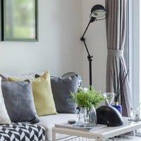 Wohnzimmergardinen als Blendschutz